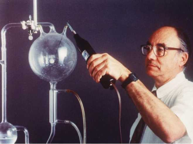 stanley l miller and harold c Dr stanley l miller in 1999 credit james a sugar  the origin of the miller experiment lay in work by the geochemist harold urey, of the university of chicago, who argued in 1951 that the.