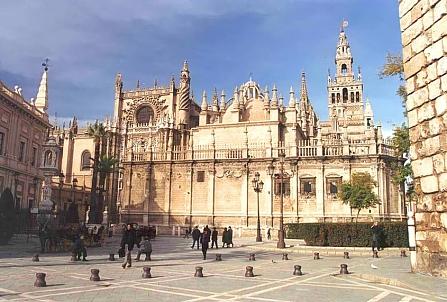 La catedral de sevilla for Exterior catedral de sevilla