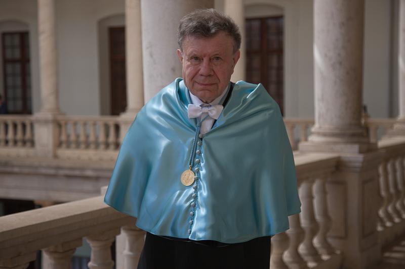 """La Universitat de València investeix doctor """"honoris causa"""" a l'historiador Roger Chartier i al jurista Jürgen Basedow"""