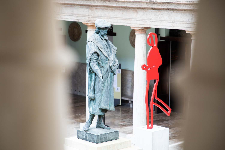 València acull les escultures monumentals de Julian Opie - imatge 0