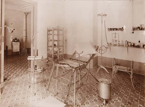 Francisco Paula Terrada's toco-gynecology consultating room picture.