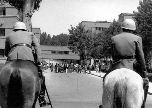 Policía franquista en una manifestación de estudiantes en la Facultad de Ciencies de la Ciudad Universitaria. Madrid, 1968.