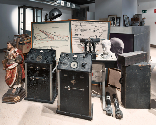 Dipòsit d'instruments científics i mèdics. Palau de Cerveró. © Mario Rabasco