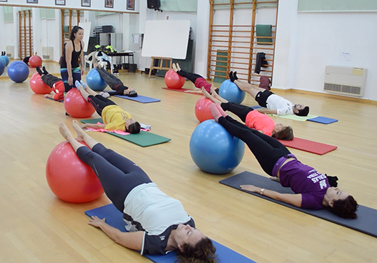 Classe de pilates en la Universitat