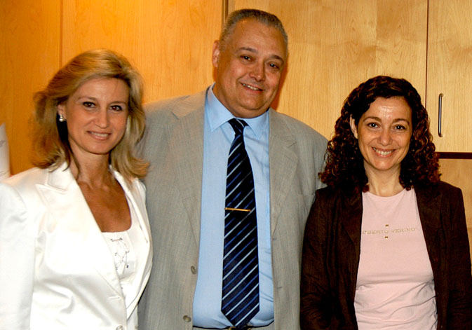 (From left to right). María Dolores Bargues, Santiago Mas-Coma and María Adela Valero.