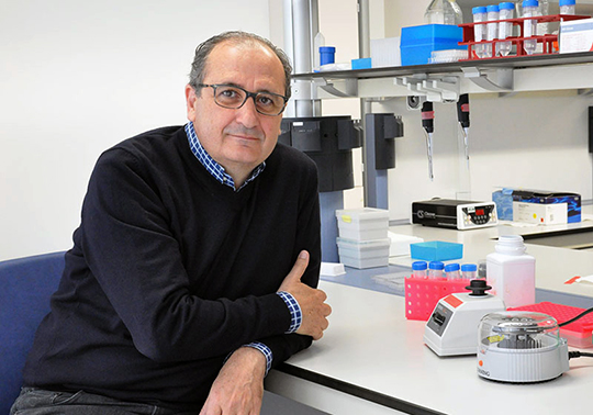 Full university professor of Genetics Andrés Moya