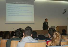 Una clase del seminario sobre ética en las organizaciones.