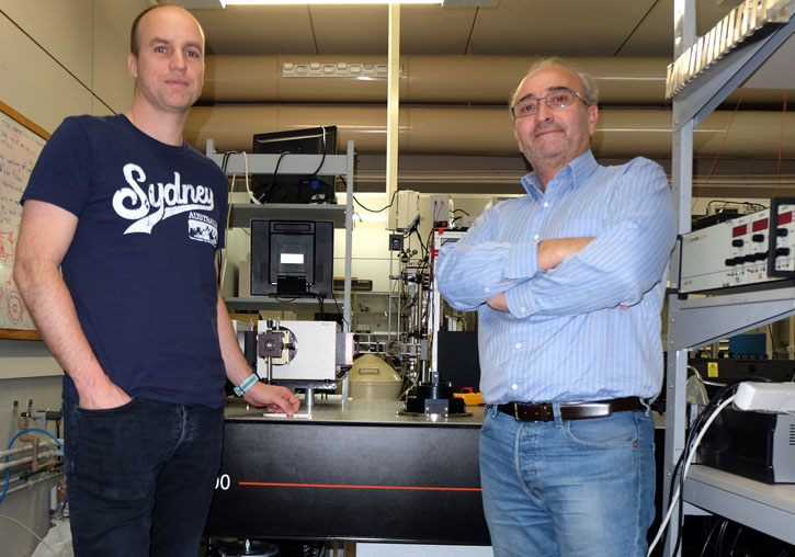 (From left to right). Guillermo Muñoz Matutano and Juan P. Martínez Pastor, ICMUV researchers who have developed the new photon switch.
