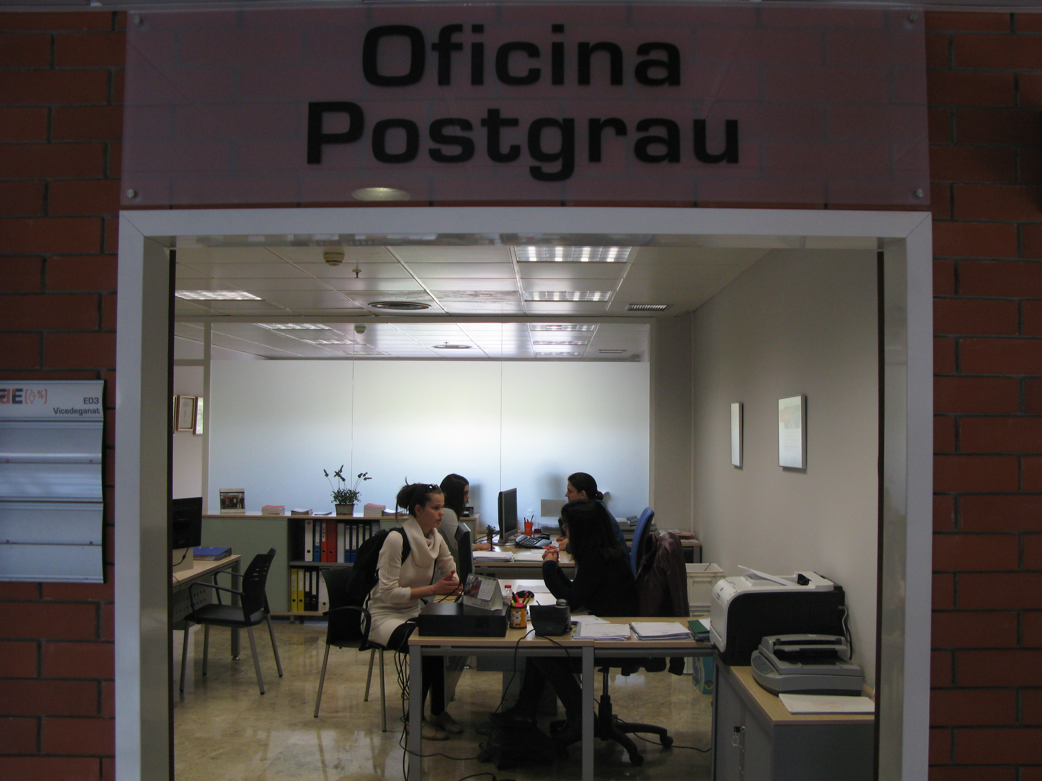 Nueva oficina de postgrado de la facultat d economia for Oficina de extranjeros valencia