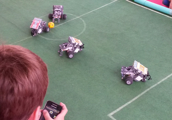 Kids workshop in the ETSE-UV to play football with 4 NXT robots controlled via Bluetooth
