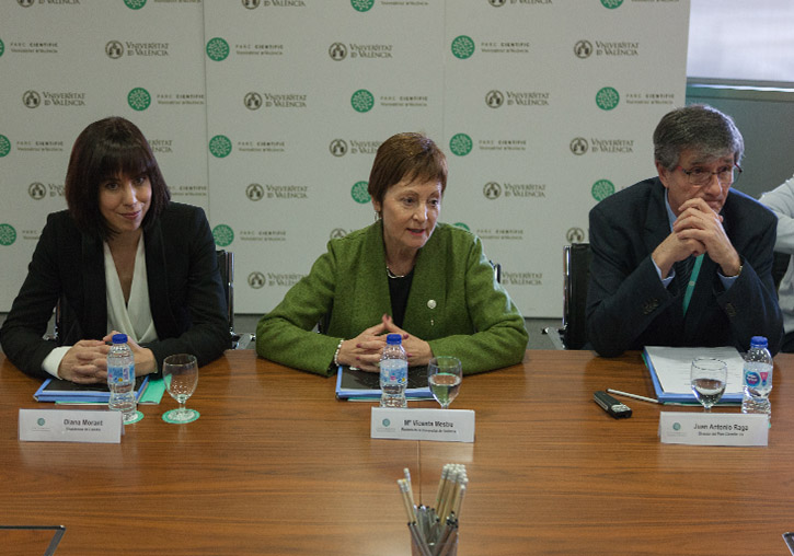Left to right: the mayor of Gandia, Diana Morant; the principal of the Universitat de València, M. Vicenta Mestre; and the director of the Science Park, Juan Antonio Raga.