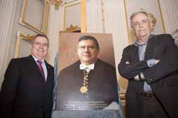 From left to right: Francisco Tomás and Artur Heras next to the portrait.