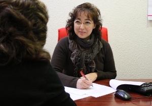 Técnico entrevistando a un pdi