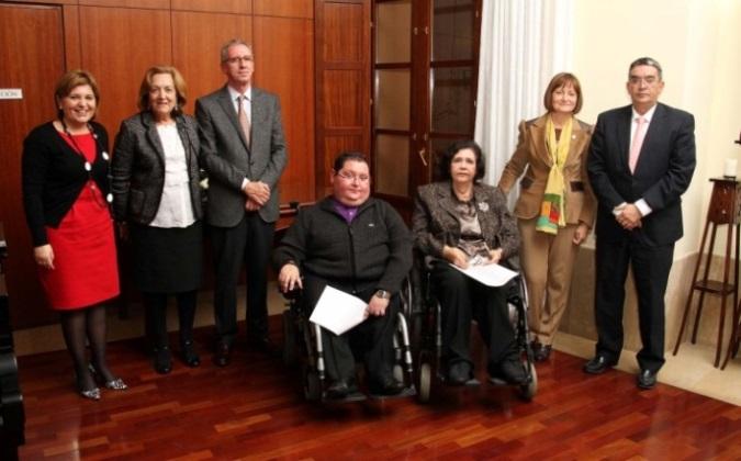 Entrega del premi a la UV per la Defensora dels Discapacitats.