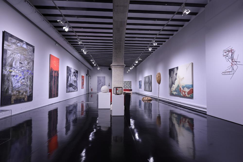 Imágenes Sala Academia. Exposición LEJOS DEL CÁNON 23 obras del Museo de Vilafamés - imatge 0