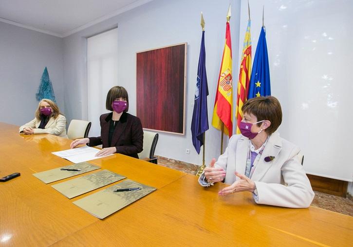 Signatura de conveni amb Ajuntament de Gandia a propòsit de la integració de les víctimes de violència de gènere - imatge 0